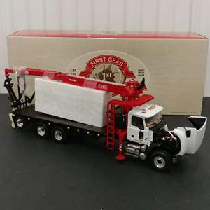 Lot# 143 - First Gear # 19-3435 Mack Granite w/ Extended Material Handler Body * Collis * 1:34