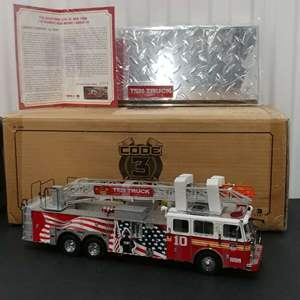 Lot# 161 - Code 3 Limited Edition #12990 Seagrave * NYFD * 1:32