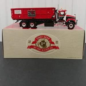 Lot# 165 - First Gear # 10-3408 Mack Granite Roll-Off Refuse Truck * Ray Bros INC * 1:34