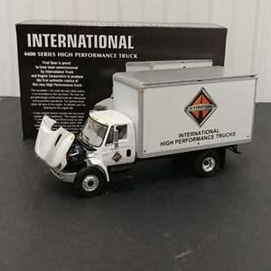 Lot# 173 - First Gear #19-2703 International 4400 Series High Performance Truck * 1:34