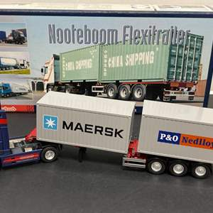 Lot# 196 - CONRAD 46124/0 * NOOTEBOOM FLEXITRAILER 3-Axle Extendible Container Chasis with Truck + Containers * 1:50