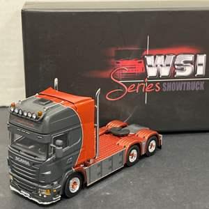 Lot# 198 - WSI SHOWTRUCK SERIES 05-0031 * Englafrakt Scania R6 TOPLINE 6x2 * 1:50