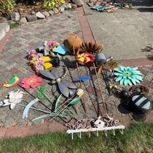 Lot# 10 - Metal yard art