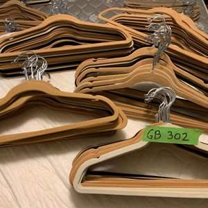 Lot# 17 - 100 Suede hangers