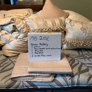 Lot# 26 - Queen bedding