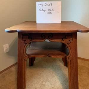Lot# 27 - Antique oak table