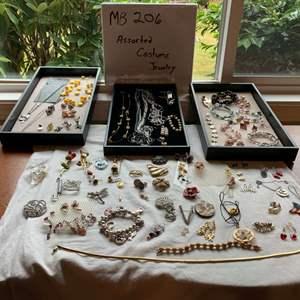 Lot# 30 - Costume jewelry