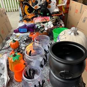 Lot# 131 - Halloween Décor
