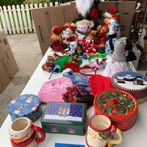 Lot# 134 - Stuffed Christmas