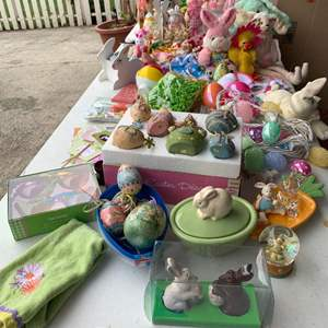 Lot# 135 - Easter and Spring décor