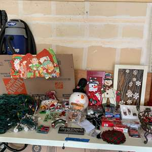 Lot# 149 - Christmas around the corner