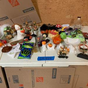 Lot# 168 - Halloween and Thanksgiving