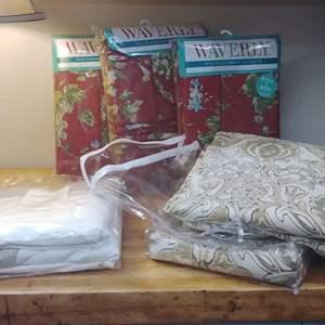 Lot #EL27 - ALL NEW Drapes & Accessories and Tableclothes
