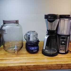Lot EL69 - NINJA Coffee Maker, Cold Drink Dispense, and Cuisinart Food Chopper