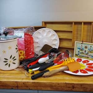 Lot #EL70 - Kitchen Lot w/ Temp-Tations Stovetop QQQ Pot & Many Great Items