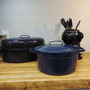 Lot #EL75 - Martha Stewart 6 Qt Dutch Oven, Large Roaster and Complete Fondue Set