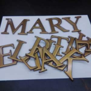 Lot #EL78 - Mixture of Golden Letters