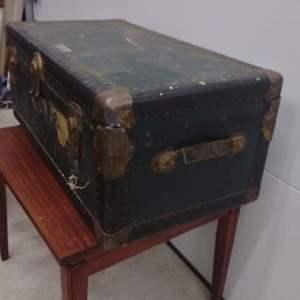 Lot #EL95 - Genuine Antique Multnomah Plylock 'Baggageman Proof' Trunk