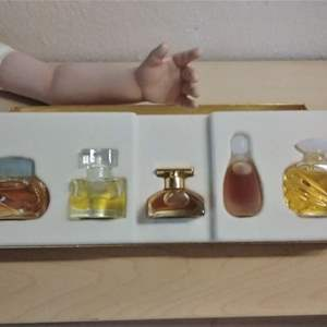 Lot #HW110 - Estee Lauder Gift Pack of Perfume