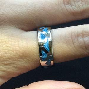 Lot 10- Vintage Native American Wedding Band Design, Appears to be chip inlay Turquoise and Silver, size 7.5