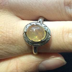 Lot 11- Vintage Sterling Silver Ring bezel set with Cabochon cut Jelly Opal, ring size 8