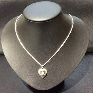 """Lot 31- Vintage """"1928 Jewelry"""" Brand Silver toned Locket, 16"""" chain"""