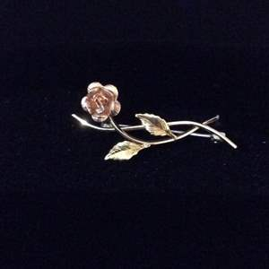 Lot 42 - Vintage KREMENTZ Rose and Yellow Floral Brooch , 30mm, stamped on pin bar.