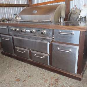 Auction Thumbnail for: Lot 93 - Large Stainless Steel Barbecue – with Lots of Storage