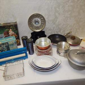 Auction Thumbnail for: Lot 61 – Kitchen Variety Lot