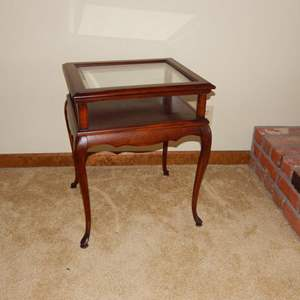 Auction Thumbnail for: Lot 105 - Small Display Table with Hinged Glass Top