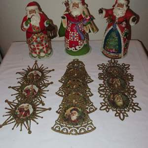 Auction Thumbnail for: Lot 75 - 3 Jim Shore Santas, Plus Flat Ornaments