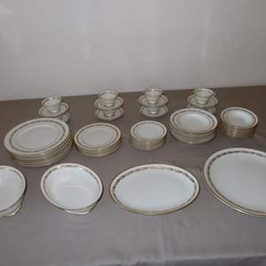 Auction Thumbnail for: Lot 9 - Large Set of Franciscan China from California - All Arcadia Gold Pattern