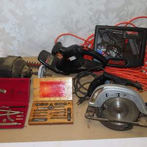 Auction Thumbnail for: Lot 47 - Blue-Point Tap & Die Set, Skilsaw, Bench Grinder & More