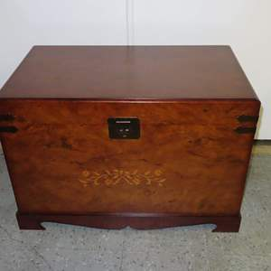 Auction Thumbnail for: Lot 20 - Modern Wood Storage Box