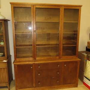 Auction Thumbnail for: Lot 35 - Vintage China Cabinet