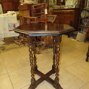 Auction Thumbnail for: Lot 87 - Small Vintage Octagon Table with Spooled Legs