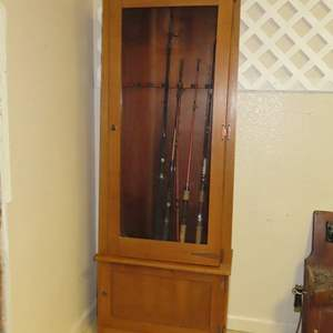 Auction Thumbnail for: Lot 190 - Locking Fishing Cabinet - with 4 Fishing Rods