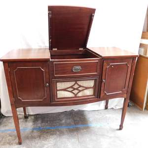 Auction Thumbnail for: Lot 15 - Antique Mahogany Cabinet - with Lift-Up Top