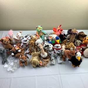 Auction Thumbnail for: Lot 1 - Beanie Babies