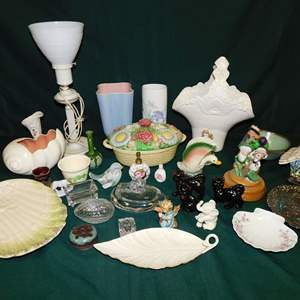 Auction Thumbnail for: Lot 11 - Collectible Glassware and Lamp