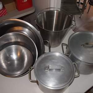 Auction Thumbnail for: Lot 21 - Large Cooking Pots plus Bowls
