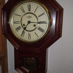 Auction Thumbnail for: Lot 110 - Vintage Regulator Windup Clock