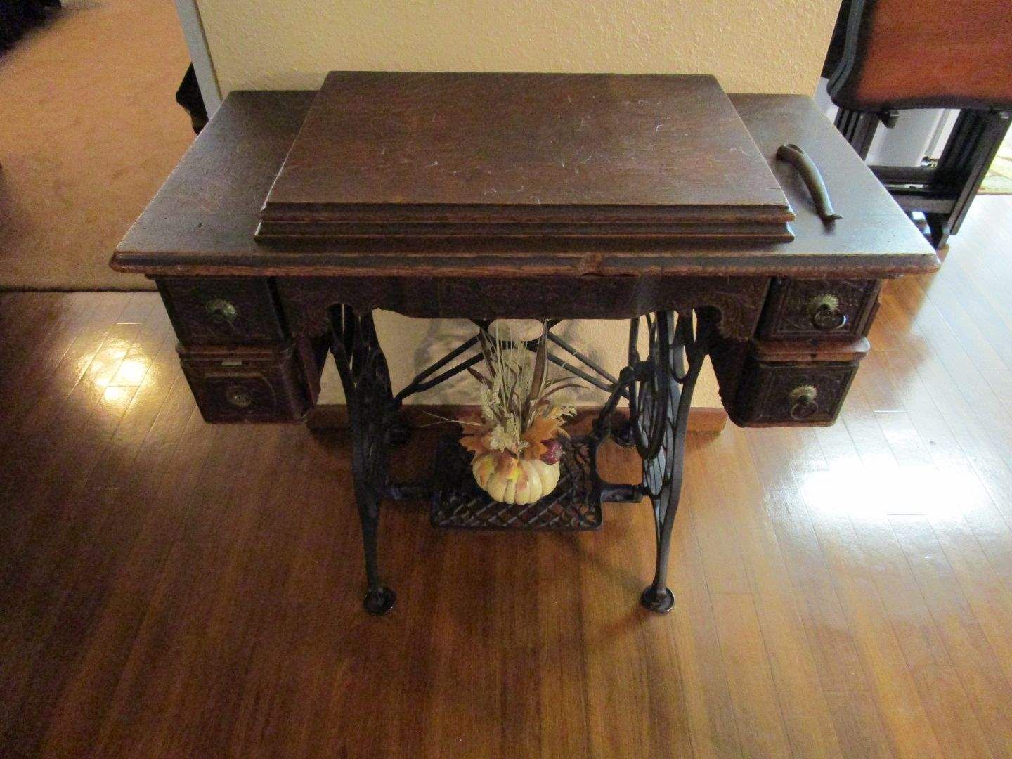 Lot # 44 - Antique Sewing Machine - Minnesota with Table (main image)