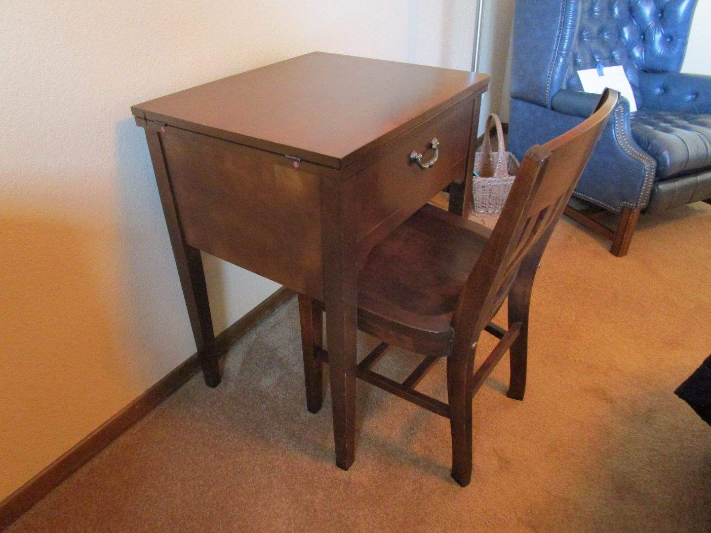 Lot # 69 - Singer Sewing Machine and Chair (main image)