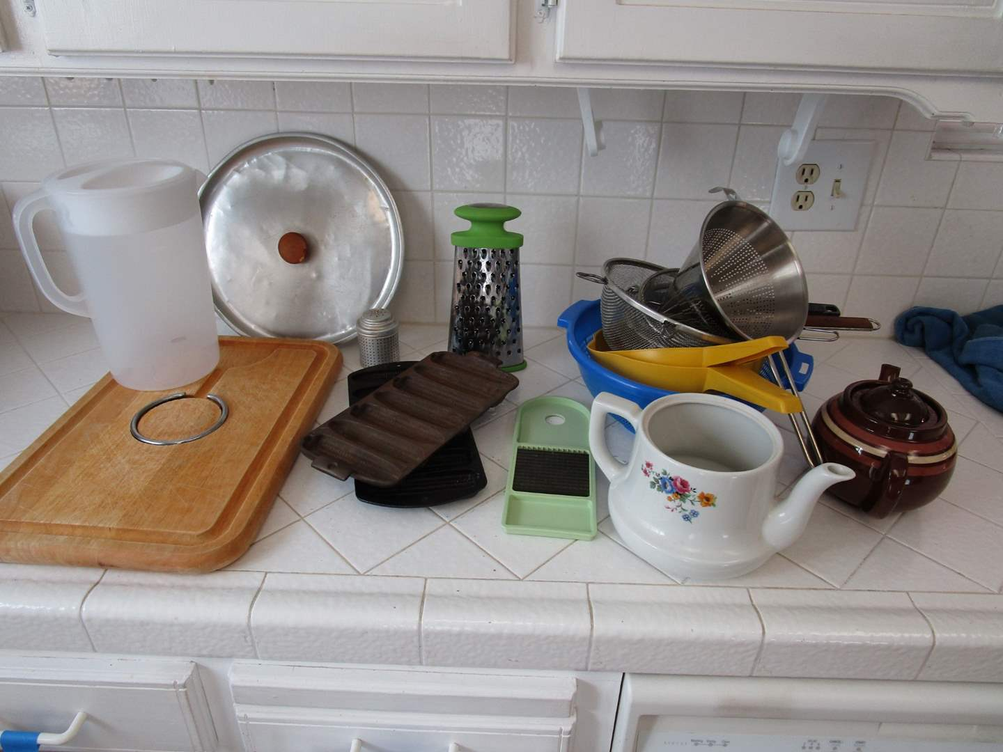Lot # 112 - Misc. Kitchen Goods (main image)