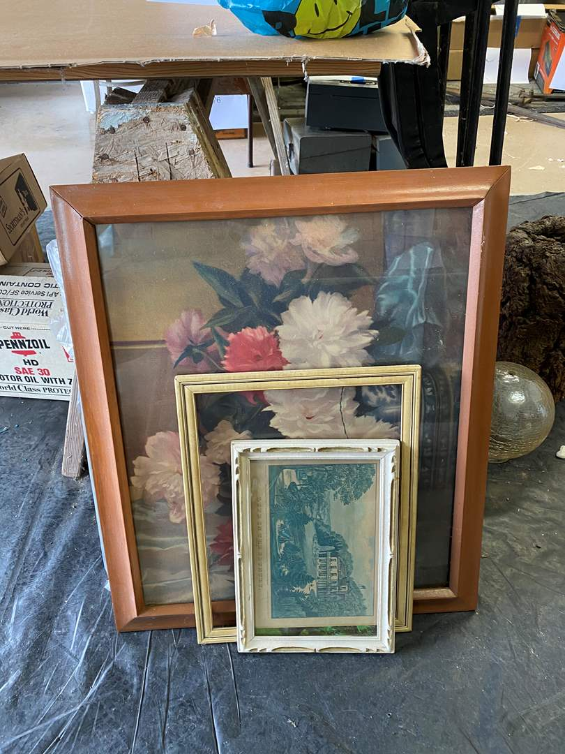 Lot # 84 - SEVERAL FRAMED PIECES OF VINTAGE ARE (main image)