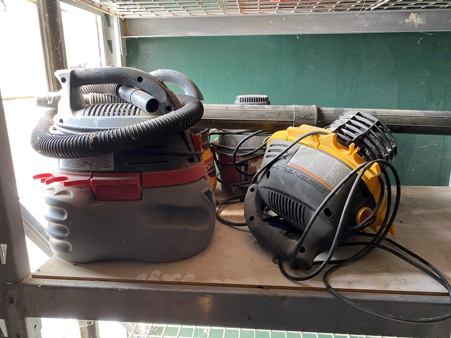 Lot # 354 - SMALL CONSTRUCTION VACUUMS AND MOTORS (main image)