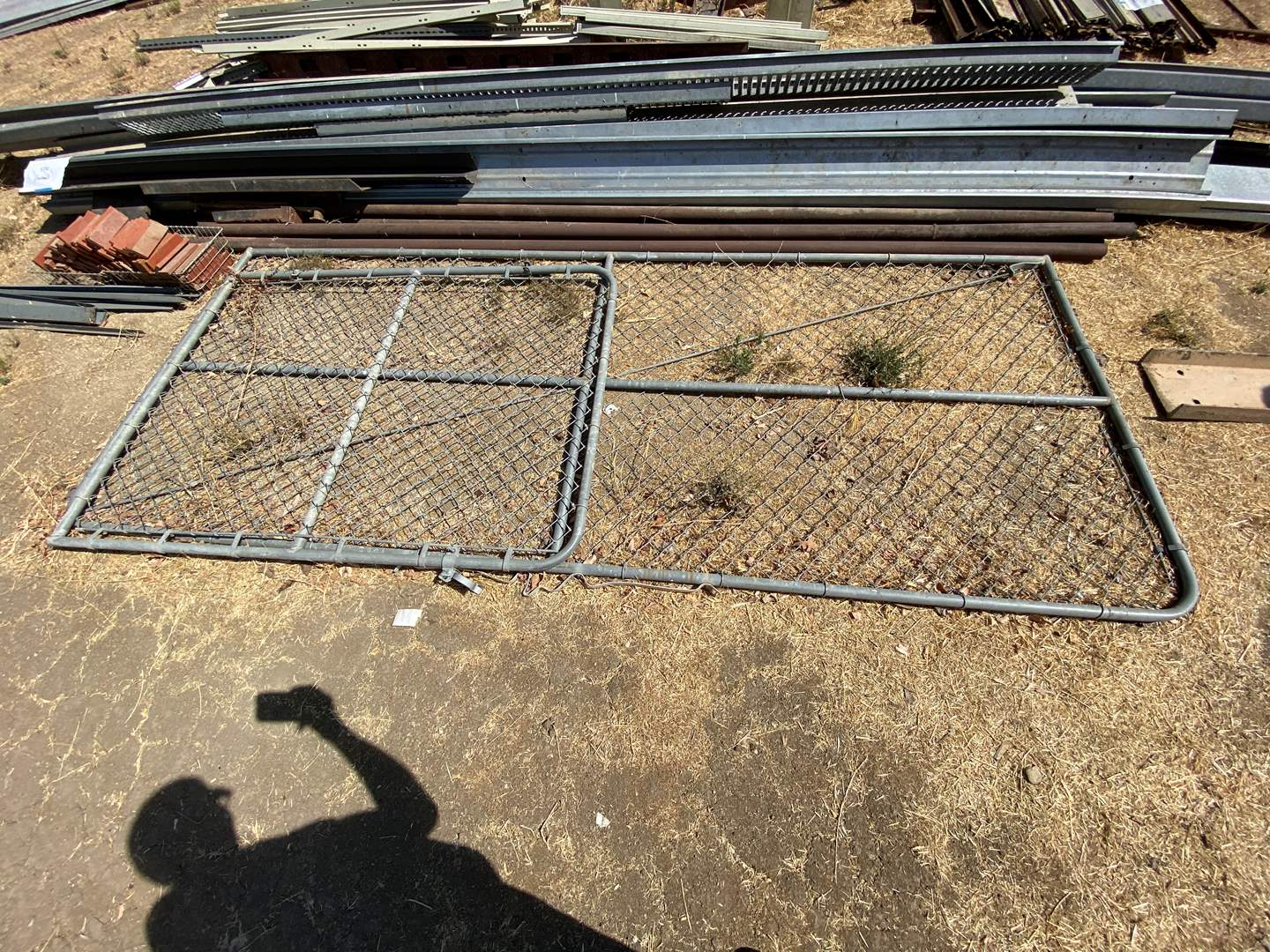 Lot # 385 - CHAIN LINK FENCE GATES AND T POSTS (main image)