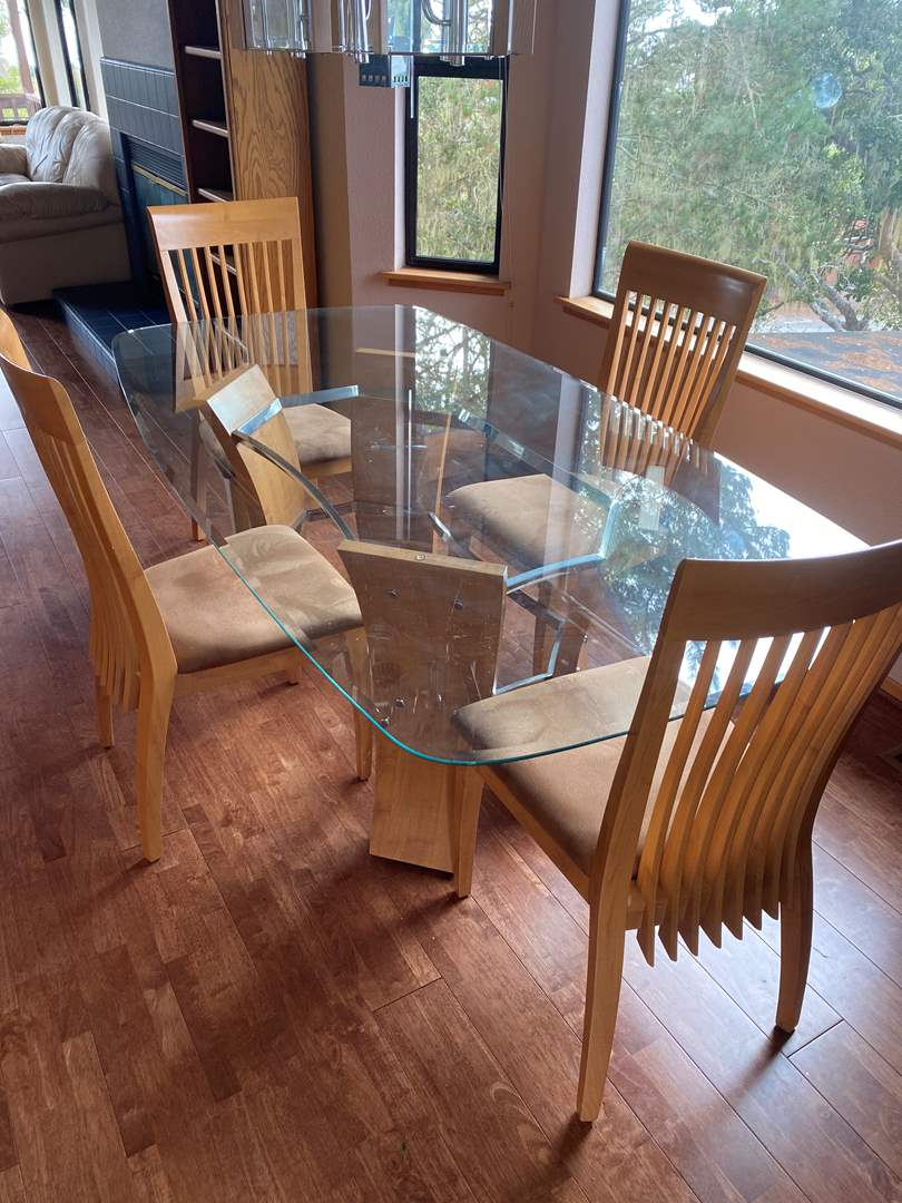 Lot # 1 - DINING ROOM TABLE W/6 CHAIRS (main image)