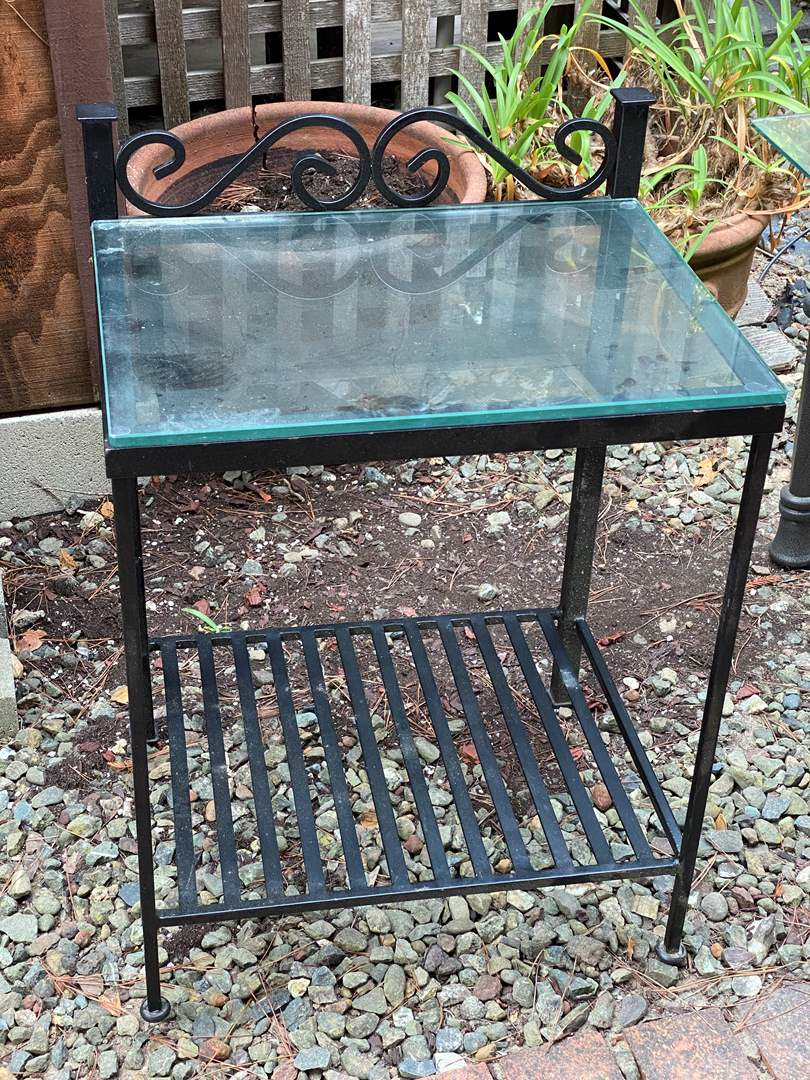 Lot # 40 - METAL & GLASS END TABLE (main image)